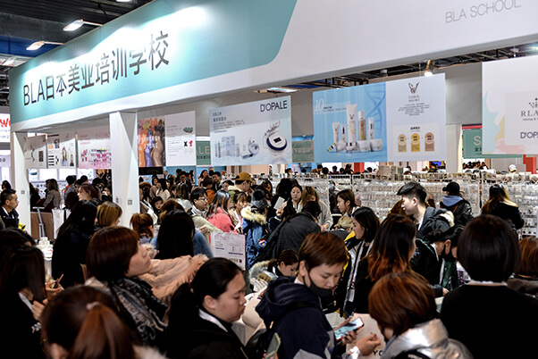 Professional buyers from China sourcing the nail art & eyelash products on-site