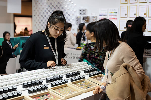 Professional buyers of Nail Salon from China sourcing the nail gel products